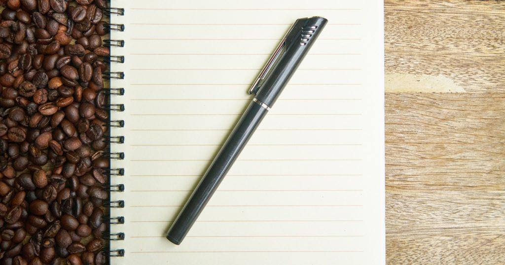 Prendre des notes livre et stylo organisation détente stress Relaxyo