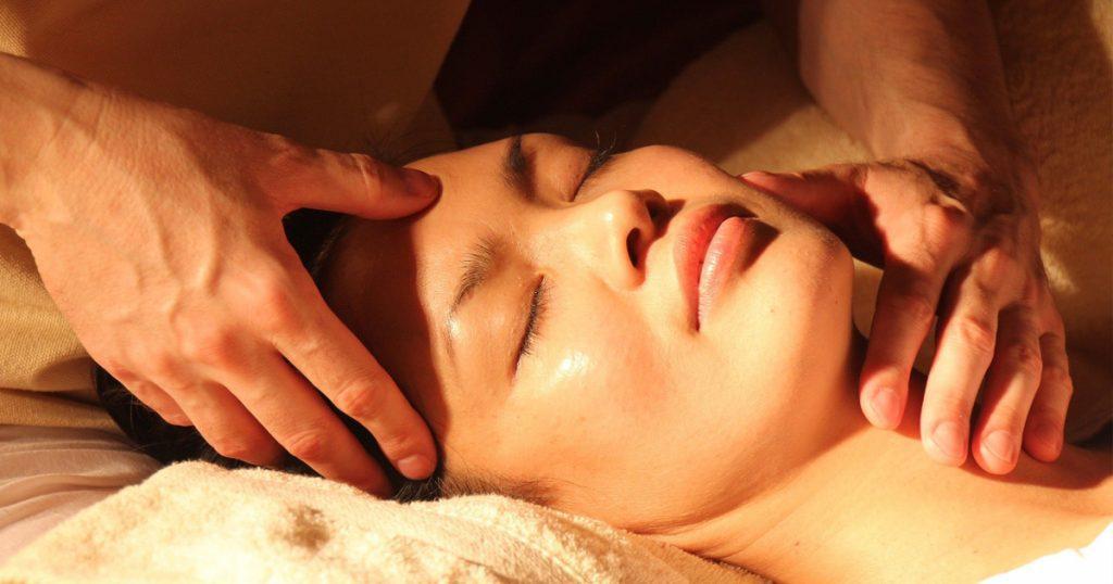 Femme visage acupression détente anti stress Relaxyo