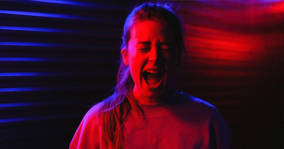 attaques de panique femme crie